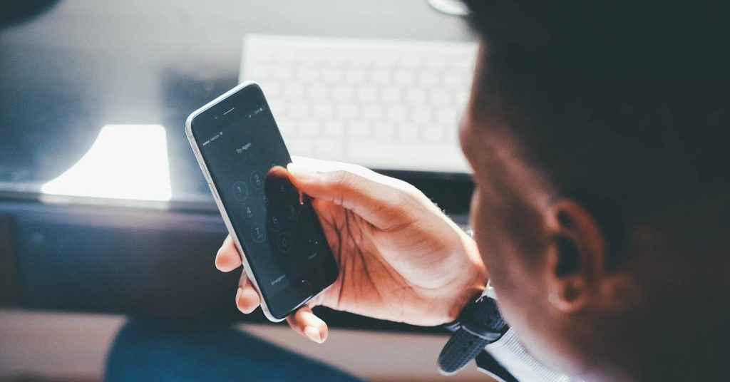 Accéder contenu téléphone sans accès physique